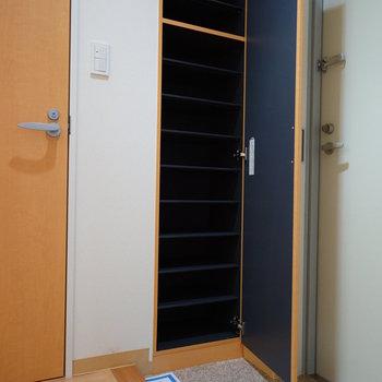 下駄箱もしっかり♪※写真は4階の同間取り別部屋のものです