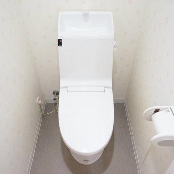 トイレもウォシュレットつき!※写真は4階の同間取り別部屋のものです