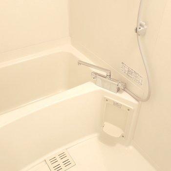 浴室もゆったりめ。(※写真は7階の反転間取り角部屋のものです)