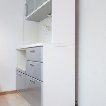 キッチン家電や食器もしっかり置けますね。(※写真は7階の反転間取り角部屋のものです)