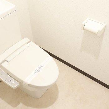 トイレにはしっかりウォシュレットも。(※写真は7階の反転間取り角部屋のものです)