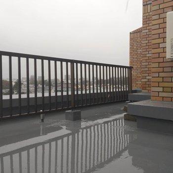 屋根は無いので雨の日は注意。