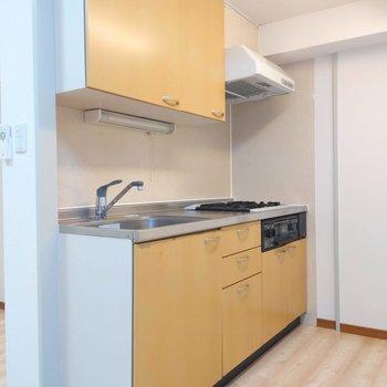 【LDK】オレンジ色のキッチンがかわいい。