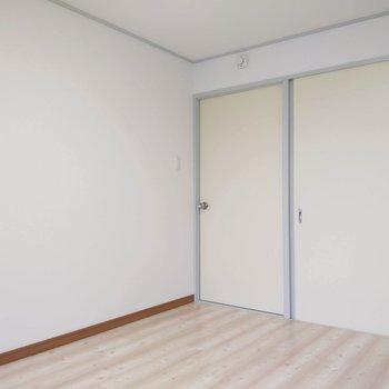 【南東側洋室】ドアには鍵もついていました。