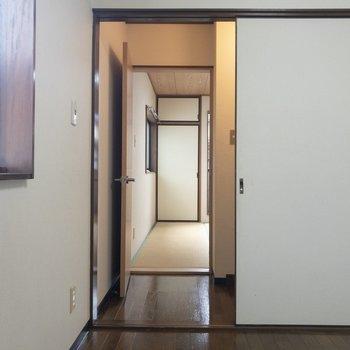 隣は和室です