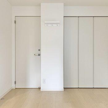 振り返って、左側の扉が脱衣所です