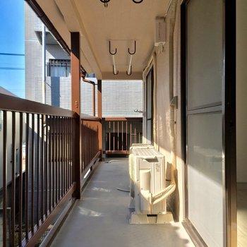 バルコニーは2部屋続きのゆったりサイズ※写真は前回募集時のものです