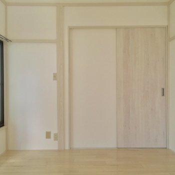 【洋室】今度は大きな窓側から※写真は前回募集時のものです