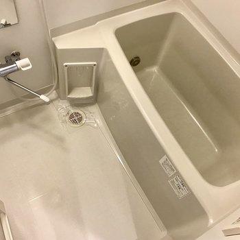 深さも広さも十分なお風呂。