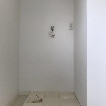 奥には洗濯機置場がありました。
