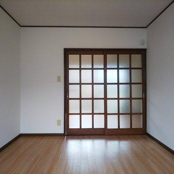 扉のデザインがなんともノスタルジック!