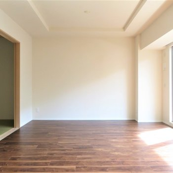 大きなリビングは大きな家具も問題なし