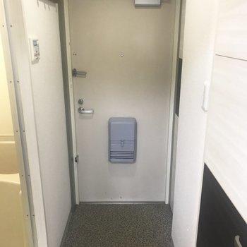 玄関はふつうかな?※写真は別部屋です