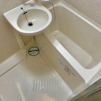 バスルームはシンプル。水はけ良さそうですね◎