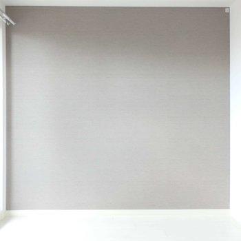 ワンポイントクロスがよいアクセントに。※写真は14階の同間取り別部屋のものです。