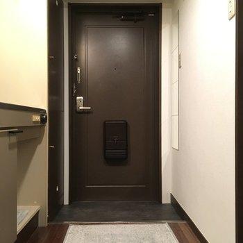 玄関はゆったりめかな?(※写真の小物は見本です)