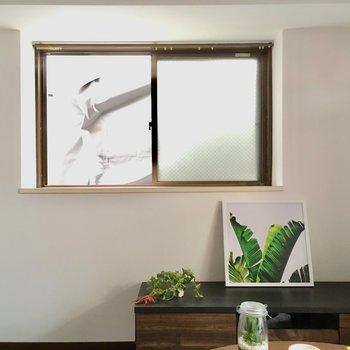 出窓になっているので、観葉植物なんかも飾りたい!(※写真の家具・小物は見本です)