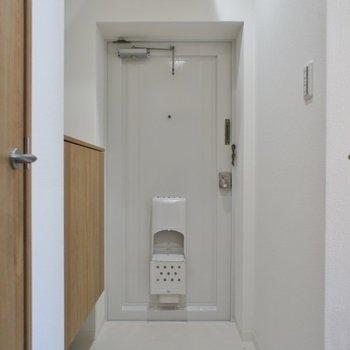 ゆったりとした玄関。※写真は同タイプの別室です。