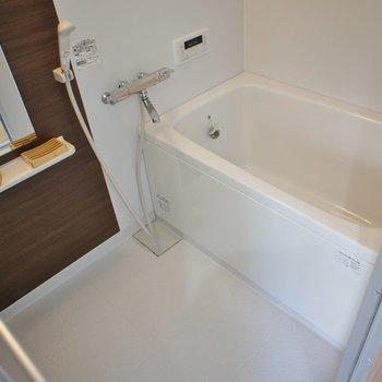 お風呂もピカピカ★※写真は同タイプの別室です。