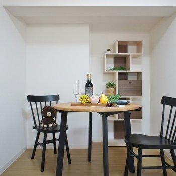 ダイニングテーブルを置いて食事の空間に。※写真は同タイプの別室です。