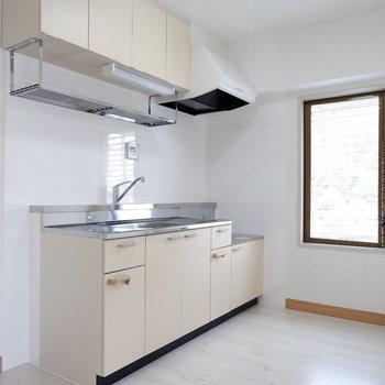 【LDK】キッチンスペースもゆったりですね。