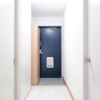 玄関スペースもしっかりと。※写真は3階の同間取り別部屋のものです。