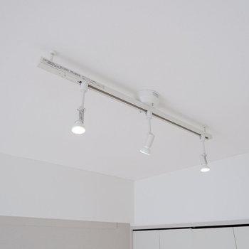【LDK】ライティングレールもついています。※写真は3階の同間取り別部屋のものです。