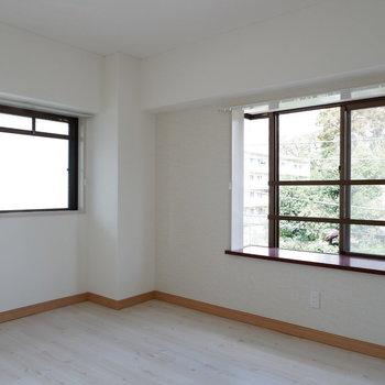 【洋室②】こちらも2面採光!※写真は3階の同間取り別部屋のものです。