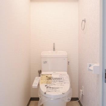 トイレも清潔感ありますね。※写真は3階の同間取り別部屋のものです。