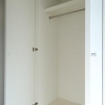 右側にクローゼット※写真は9階の同間取り別部屋のものです