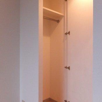 収納もちょこっとあります。※写真は11階の同間取り別部屋のものです