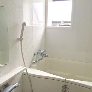 【共用部】浴槽もありますよ。みんなのいない時間にゆったり入ろおっと