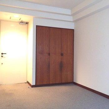 渋い木調がお部屋のいいアクセントに。※写真は2階の同間取り別部屋ものです