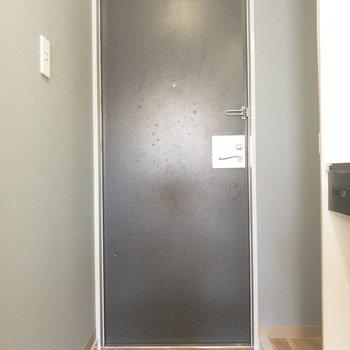 玄関前スペースは広すぎず狭すぎず◎