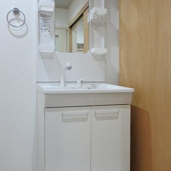 洗面はシャンプードレッサーでお子さまがいても安心!※写真は1階の反転間取り別部屋のものです