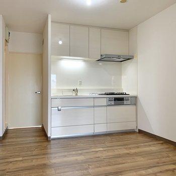 【DK】冷蔵庫は左側のスペースに置いておけます。
