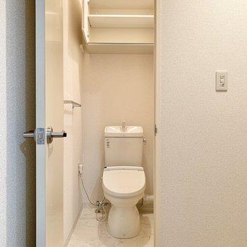 トイレは玄関の近くにありました。