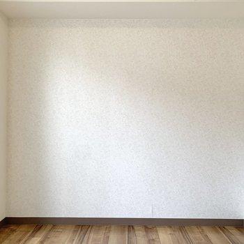【洋室4.5帖】ここにはテレビ台を置こうかな。