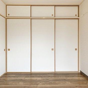 【洋室6.0帖】窓側を背にすると収納とご対面。