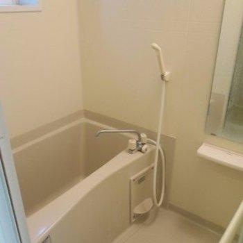 お風呂にも窓があります。※写真は前回募集時のものです