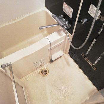 コンパクトだけど浴室乾燥機つき。※写真はクリーニング前のものです