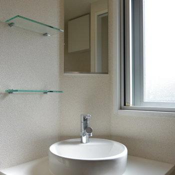 独立洗面台あります※写真は11階の同間取り別部屋のものです