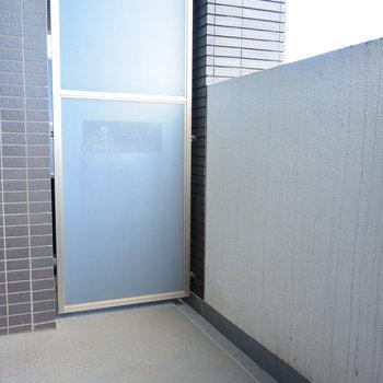 バルコニー広いです※写真は11階の同間取り別部屋のものです