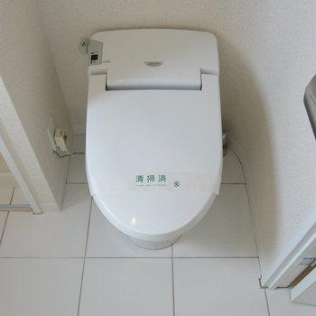 トイレはコンパクトに※写真は11階の同間取り別部屋のものです