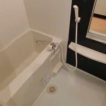 湯水調整式ですが、綺麗なお風呂です※写真は3階同間取りの別部屋