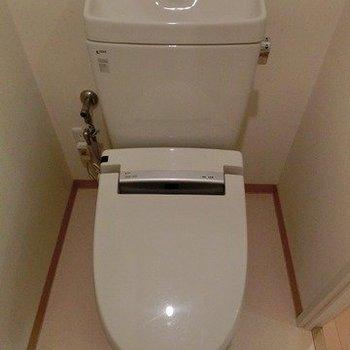 トイレはこんな感じです※写真は3階同間取りの別部屋