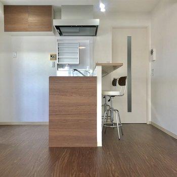 キッチン奥に冷蔵庫おけそうです