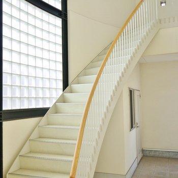 光の階段を上ってお部屋へ。