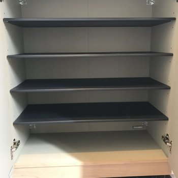 下段の靴箱。この上に小物を置けるスペースがありました。祖父母の家に行けば見れるあれです