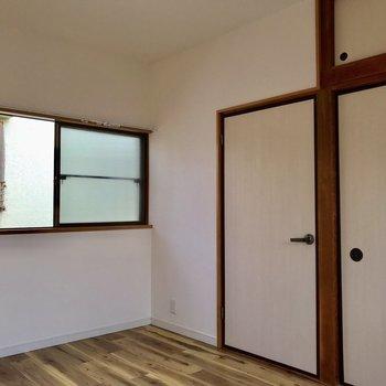 2階のお部屋は2つとも同じ大きさなので、こちらを書斎か子供部屋に充てれます